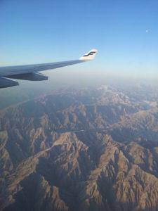 dobré ráno Čína, príchod do Číny, nad kopcami, Finnair