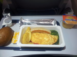 Jedlo v lietadle na ceste do Pekingu. Finnair
