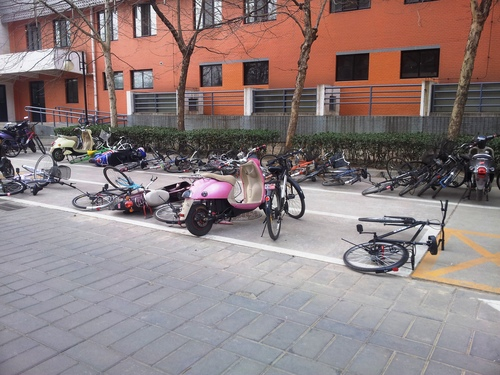 spadnuté bicykle, vietor odvial smog